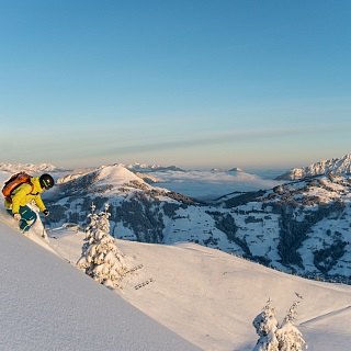 Advanced and leisure skiers
