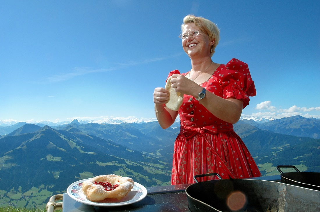 Kirchtagskiachl (doughnuts) at the Hohe Salve