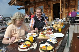Breakfast on the mountain - Tanzbodenalm
