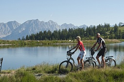 E-biking along the Jochstubn lake in the Wilder Kaiser – Brixental region